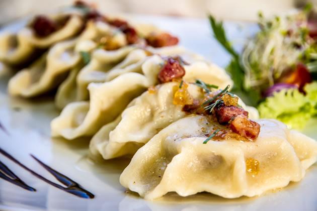 W menu znajdą Państwo również pierogi ruskie. Joanna Restauracja&Hotel w Kątach Opolskich